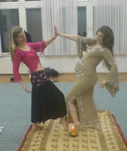 Priol Hédi balról, én jobbról tánc után, óra végén.